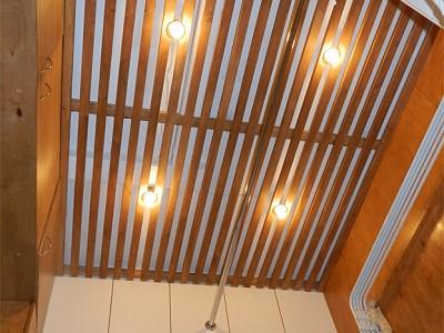 Интересно смотритсья потолок, да?
